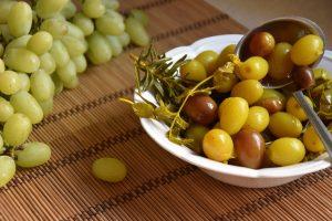 חמוצי ענבים - עם רוזמרין עלי דפנה ושום