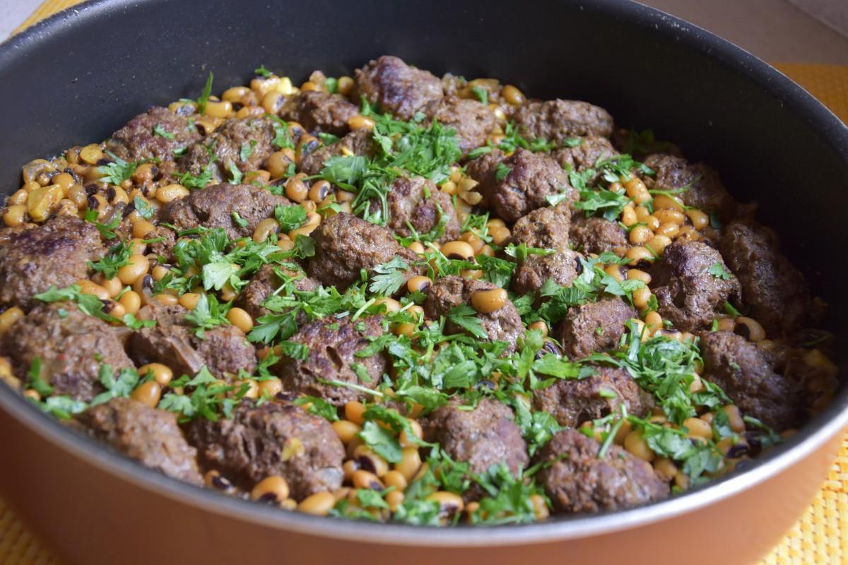 קדירת לוביה יבשה וכופתאות בשר בקר