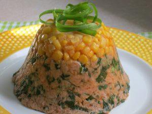 """""""עוגת"""" טונה מתולתלת בצל ירוק - מתכון מקורי דינה דיש"""
