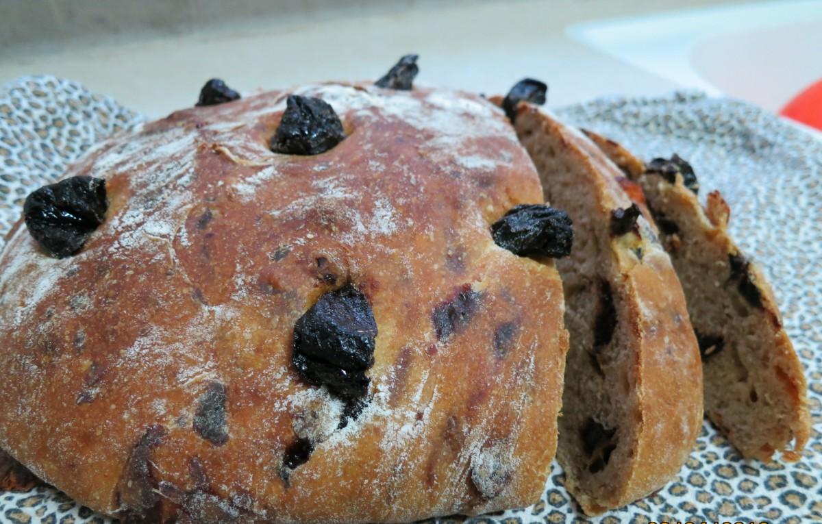 לחם שבועות - גבינות שזיפים יבשים