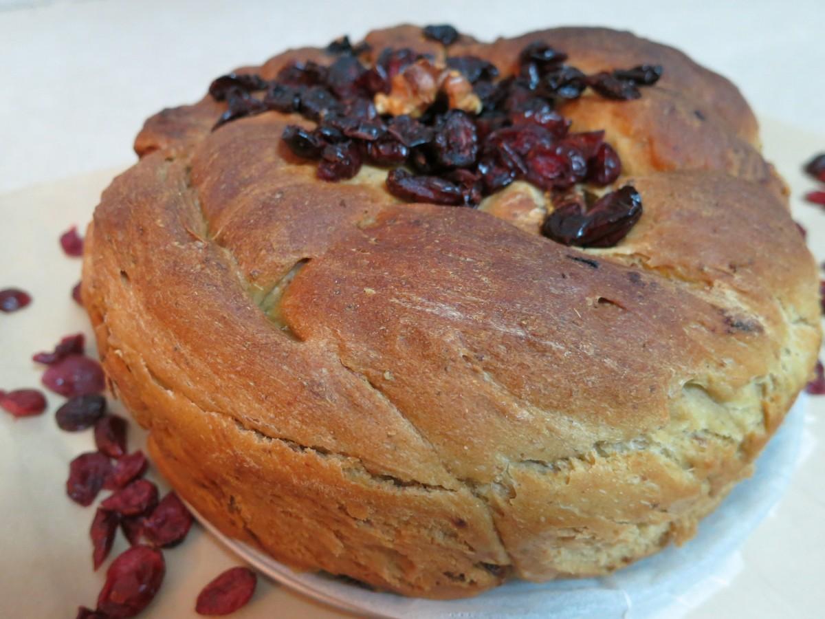 """לחם כל טוב לט""""ו בשבט עם פירות יבשים דינה דיש"""