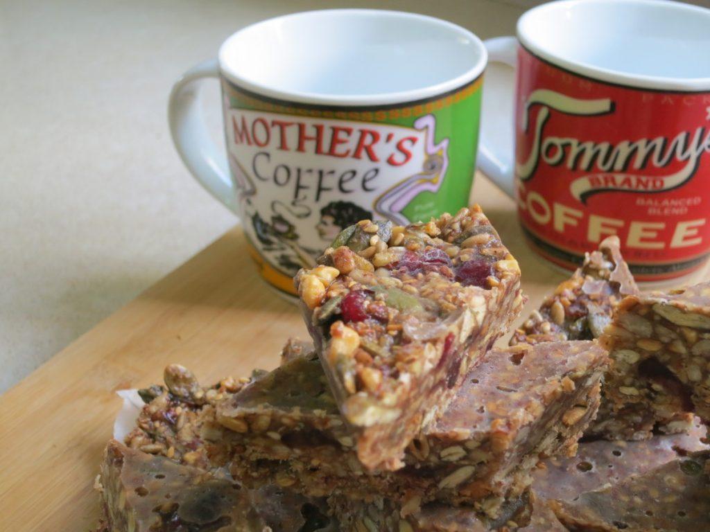 """עוגיות חטיף גרנולה חמוציות - לט""""ו בשבט - דינה דיש"""