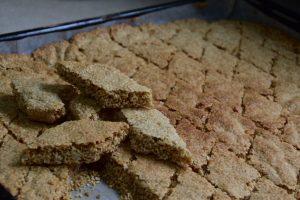 עוגיות שומשום בניחוח הל קינמון - פרווה