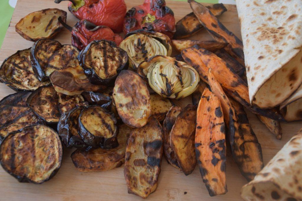 דגים עם הרבה ירקות על האש או בגריל - דינה דיש