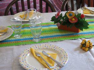 השולחן בצהוב - דינה דיש