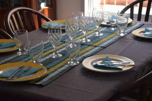 השולחן בטאצ' - אפור צהוב