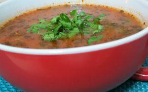 מרק עגבניות עם בזיליקום ואטריות