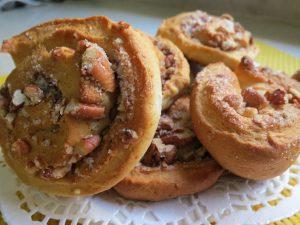 עוגיות שמרים עם אגוזים - בטעם של פעם - דינה דיש